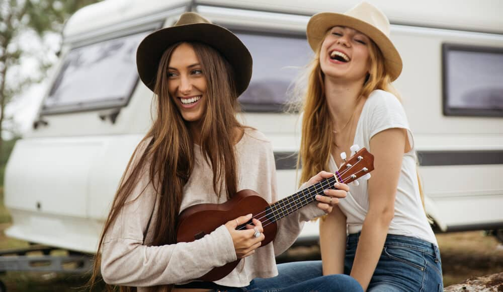 Girls learn how play easy Ukulele songs.